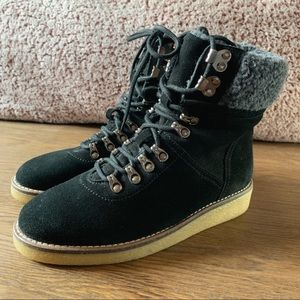 Urban outfitters lace up hiking boot size 9